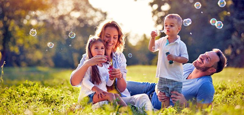 Wünsche erfüllen mit Network Marketing - eine glückliche Familie